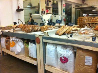 brood in de schappen