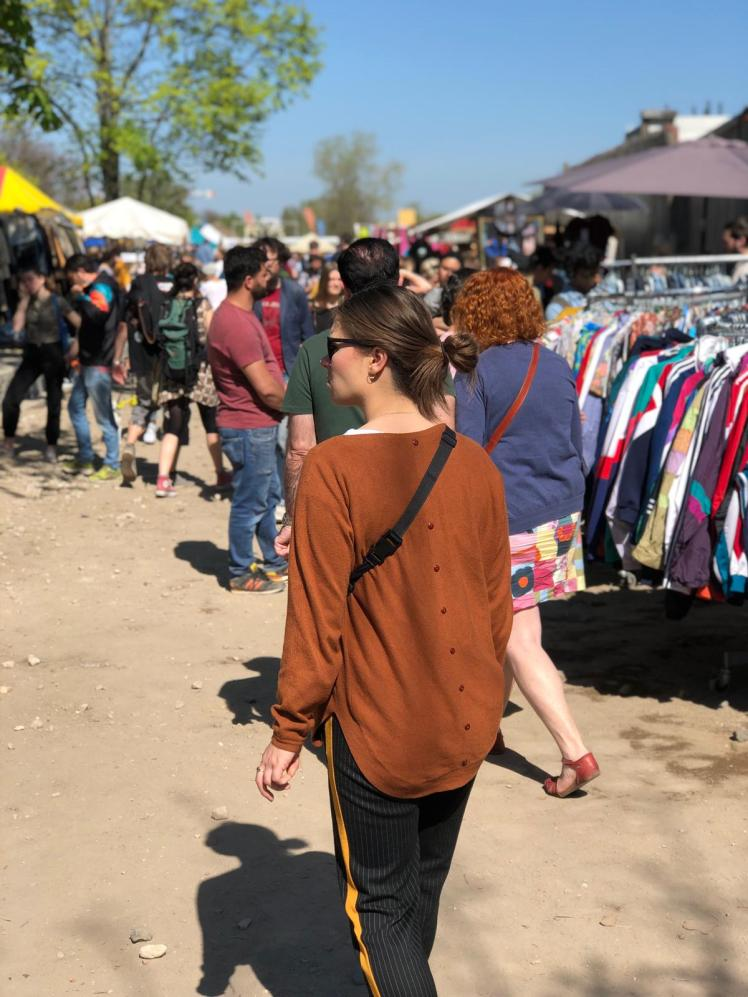 how to buy sustainable clothing