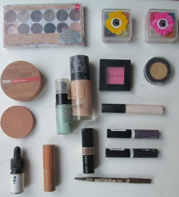 minimalistic make-up stash