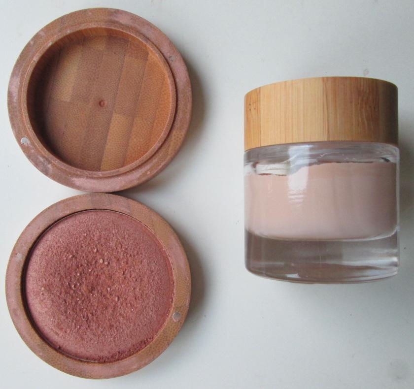 minimalistic make-up stash